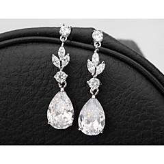 femmes élégantes et classiques taille princesse à long cz boucles d'oreilles plaqué or design unique zircon cubique Pendants d'oreilles