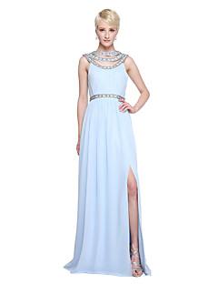 A-vonalú Ékszer Földig érő Sifon Koszorúslány ruha val vel Gyöngydíszítés Rakott által LAN TING BRIDE®