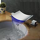preiswerte Badarmaturen-Moderne Art déco/Retro Modern 3-Loch-Armatur Wasserfall Verbreitete LED Keramisches Ventil Zwei Griffe Drei Löcher Chrom, Waschbecken