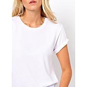 アウト女性のセクシーなカットのTシャツ