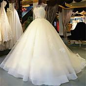 ボールガウンスクープネックチャペルトレインチュールウェディングドレス、ビーズの刺繍ブライダル