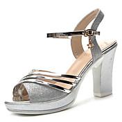 Mujer Zapatos PU Verano Confort Sandalias Tacón Bajo Dedo redondo Dorado / Plateado