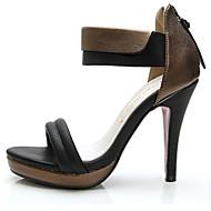 baratos Sapatos Femininos-FemininoSaltos / Chanel-Salto Agulha-Preto / Branco-Couro-Escritório & Trabalho / Social / Festas & Noite