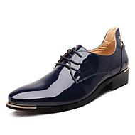baratos Sapatos Masculinos-Homens Sapatos formais Microfibra Primavera / Outono Negócio / Conforto Oxfords Preto / Vermelho / Azul Real / Casamento / Festas & Noite