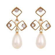 女性のためのヨーロッパのスタイルの金めっきされたイヤリング白い真珠のラインストーンのイアリング韓国のファッションジュエリー