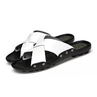 halpa -Miesten kengät Nahka Kesä Comfort Tossut & varvastossut Kävely Split Joint varten Kausaliteetti Valkoinen Musta Oranssi
