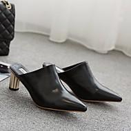 preiswerte -Damen Schuhe Künstliche Mikrofaser Polyurethan Frühling / Herbst Komfort Cloggs & Pantoletten Blockabsatz Schwarz / Hellbraun