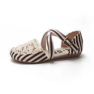 baratos Sapatos Femininos-Mulheres Sapatos Couro Ecológico Primavera Verão Conforto Rasos Caminhada Sem Salto Dedo Aberto Tachas Preto / Castanho Escuro