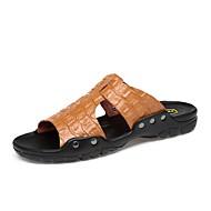 tanie Obuwie męskie-Męskie Komfortowe buty Skóra bydlęca Lato Klapki i japonki Czarny / Brązowy / Niebieski
