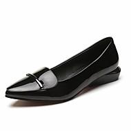 בגדי ריקוד נשים נעלי נוחות PU סתיו נעליים ללא שרוכים עקב נמוך בוהן מחודדת שחור / אדום / יומי