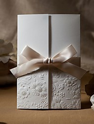 Недорогие -образцы старинных тиснением три раза приглашение на свадьбу с лентой лук (один комплект)