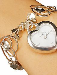 billige -Kvinders hjerte-form Dial Hollow Gravering Band Quartz Analog Bracelet Watch