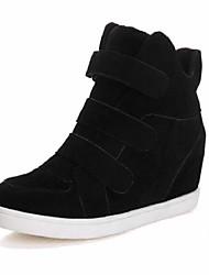 Черный / Красный - Женская обувь - На каждый день - Искусственная замша - На танкетке - На танкетке / С круглым носком - Кроссовки