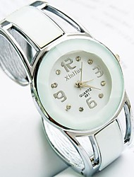 abordables -Femme Quartz Bracelet de Montre Montre Décontractée Alliage Bande Rétro Mode Rigide Noir Blanc Bleu