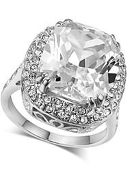 Недорогие -Массивные кольца Кристалл Имитация Алмазный Сплав Мода Pоскошные ювелирные изделия Серебряный Золотой Бижутерия Свадьба Для вечеринок 1шт