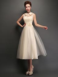 Uma linha de vestido de dama de honra com vestido de dama de pé com appliques de renda