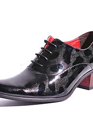 abordables -Hombre Zapatos Cuero Patentado Primavera Verano Otoño Invierno Zapatos formales Oxfords Para Casual Fiesta y Noche Dorado Negro