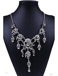 abordables -Femme Crâne Forme Personnalisé Luxe Soirée Travail Mode Européen Punk Colliers Déclaration Imitation Diamant Alliage Colliers Déclaration