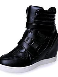 povoljno -Žene Cipele Umjetna koža Proljeće Jesen Sneakers Wedge Heel Kopča za Kauzalni Obala Crn