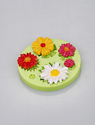Beautiful daisy shape silicone flower cake molds with food-grade silicone material Color Random