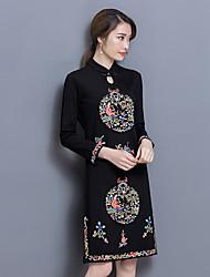Femme Broderie signer originaux printemps et le vent d'été national rétro brodé améliorée cheongsam robe s
