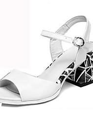 baratos -Mulheres Sapatos Pele Verão / Outono Sapatos clube / Inovador / Conforto Sandálias Caminhada Salto Robusto Peep Toe Presilha para