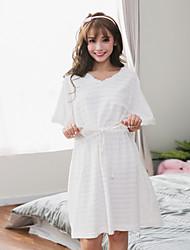 Dámské noční šaty o krk krátký rukáv duté pyžamo