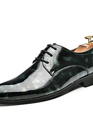 baratos -Homens sapatos Couro de Porco Primavera / Verão / Outono Sapatos formais Oxfords Caminhada Preto / Vermelho / Verde / Casamento / Festas & Noite / Impressão Oxfords