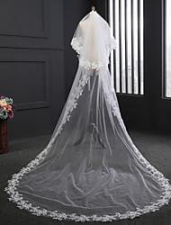 Duas Camadas Borda com aplicação de Renda Véus de Noiva Véu Capela Com Flor de Cetim Bordado Tule
