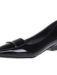 baratos -Mulheres Sapatos Couro Ecológico Primavera / Outono Conforto Rasos Dedo Apontado Gliter com Brilho para Preto / Vermelho