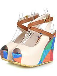 preiswerte -Damen Schuhe PU Frühling Herbst Komfort Neuheit High Heels Keilabsatz Peep Toe Für Hochzeit Party & Festivität Weiß Blau Mandelfarben
