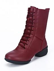 baratos -Mulheres Botas de Dança Couro Botas / Meia Solas Salto Baixo Sapatos de Dança Branco / Preto / Vermelho