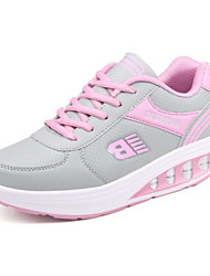 preiswerte -Damen Schuhe PU Frühling Herbst Komfort Sneakers Flacher Absatz Runde Zehe für Normal Schwarz Grau Rot Rosa