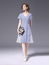 Недорогие -Жен. Большие размеры Очаровательный Тонкие А-силуэт Платье - Контрастных цветов, Кружева V-образный вырез Выше колена