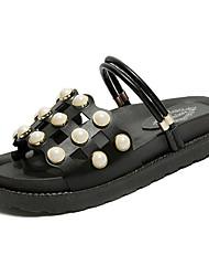 Недорогие -Жен. Обувь Полиуретан Весна / Лето Удобная обувь Сандалии На плоской подошве Круглый носок Искусственный жемчуг Белый / Черный
