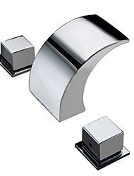 Недорогие -Ванная раковина кран - Водопад Хром Настольная установка Две ручки три отверстияBath Taps / Латунь
