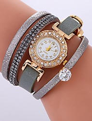 abordables -Mujer Reloj Pulsera Chino Reloj Casual / Cool / La imitación de diamante PU Banda Bohemio / Moda Negro / Blanco / Rojo / Un año