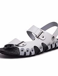 Недорогие -Муж. обувь Кожа Лето Удобная обувь Сандалии для на открытом воздухе Белый Черный Коричневый Белый / синий