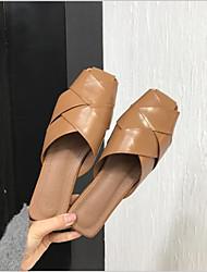 Недорогие -Жен. Обувь Полиуретан Лето Удобная обувь Башмаки и босоножки На плоской подошве Черный / Бежевый / Коричневый