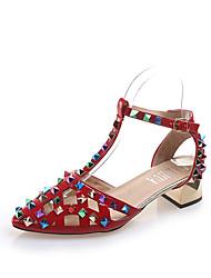 baratos -Mulheres Sapatos Borracha / EVA Verão Tira em T Sandálias Caminhada Salto de bloco Botas Cano Médio Tachas Preto / Bege / Vermelho