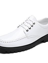 Недорогие -Муж. Полиуретан Лето Удобная обувь Туфли на шнуровке Белый / Черный