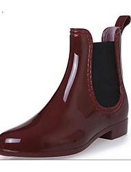 baratos -Mulheres Sapatos Borracha Primavera Verão Botas de Chuva Botas Salto Baixo para Preto / Azul Escuro / Vinho