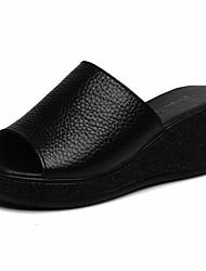 Недорогие -Жен. Обувь Кожа Лето Удобная обувь Тапочки и Шлепанцы Туфли на танкетке Черный