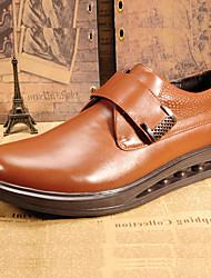 Недорогие -Муж. обувь Кожа Зима Удобная обувь Туфли на шнуровке для на открытом воздухе Коричневый Темно-коричневый