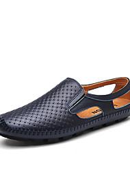 baratos -Homens Sapatos de Condução Couro Primavera / Verão Conforto Mocassins e Slip-Ons Preto / Marron / Azul