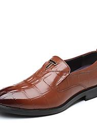 baratos -Homens Sapatos formais Pele Outono Negócio Oxfords Preto / Marron / Festas & Noite / Sapatas de novidade