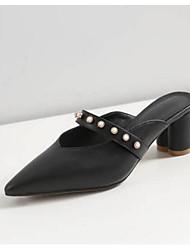 baratos -Mulheres Sapatos Pele Napa Primavera Conforto Tamancos e Mules Salto Robusto Preto / Bege / Marron