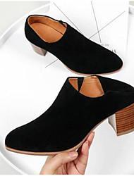 baratos -Mulheres Sapatos Camurça Outono & inverno Conforto / Plataforma Básica Saltos Salto Robusto Dedo Fechado Preto / Café / Amêndoa