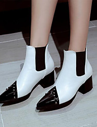 baratos -Mulheres Sapatos Couro Ecológico Primavera & Outono Curta / Ankle Botas Salto Robusto Dedo Apontado Botas Curtas / Ankle Tachas Branco / Preto / Vermelho
