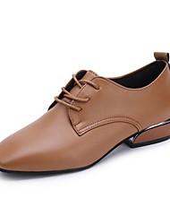 baratos -Mulheres Sapatos Couro Ecológico Outono Conforto Oxfords Salto Baixo Ponta quadrada Preto / Castanho Escuro